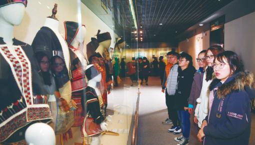 世界级非物质文化遗产 黎族传统纺染织绣技艺展亮相长春