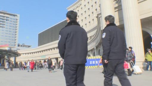长春民警在火车站周边开展综合整治执法检查
