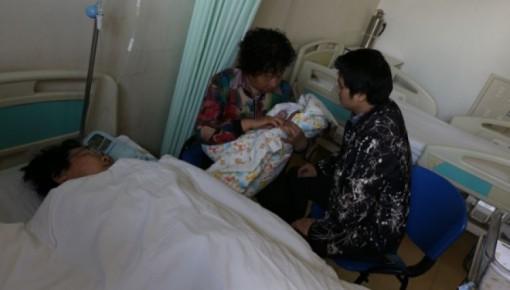 中国大陆首例试管婴儿升级当妈顺利产子