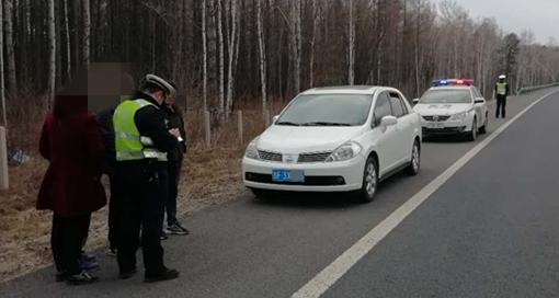 高速违停安装车牌,驾驶证被记18分!