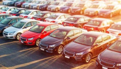 """乱收服务费强制购保续保 汽车市场的""""水""""有多深?"""