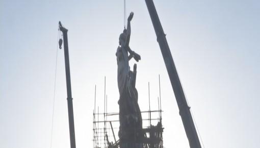 """少女雕塑""""迎""""重回长春卫星广场"""