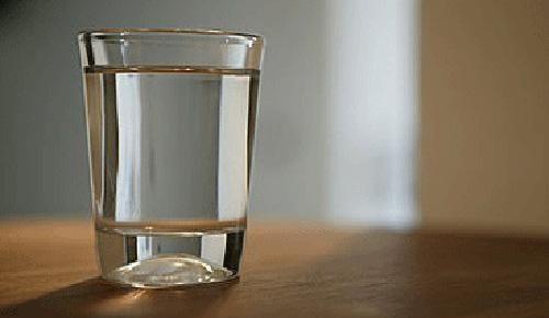 每天喝4升水可能會中毒,怎樣喝水才健康?