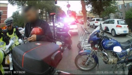 长春一送餐员无证开摩托送外卖 一周内被拘留两次
