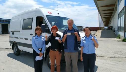 珲春交警开出全省首张临时入境机动车号牌和驾驶许可证