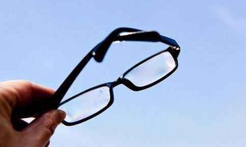 视力低于5.0不能评三好学生?杭州一小学出新规,网友炸了