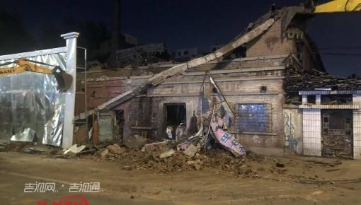 长春铁北四路一房屋倒塌 一人被困受轻伤