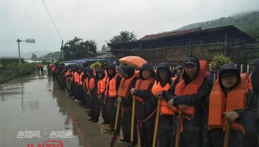 东辽县泉太镇大顶村部分农田房屋被淹 受灾群众陆续转移