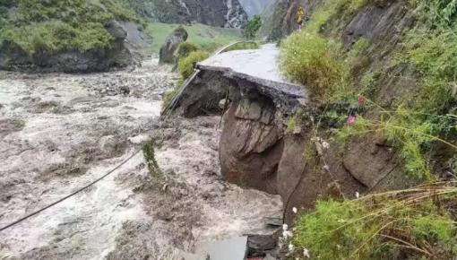 突发!四川汶川多地发生泥石流致道路中断,1名消防员牺牲