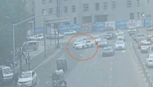 刑拘!驾驶无牌车闯红灯,你是真警察也不行!