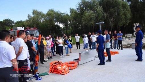 雕塑公园开展溺水演练 强化水域救援能力