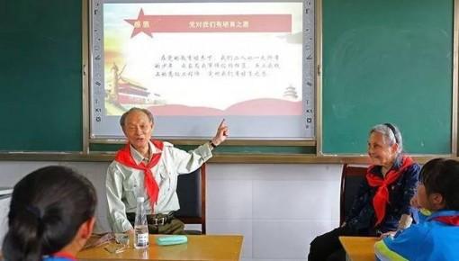 """这两位北京老人,带着""""遗嘱""""为四川的孩子捐建书屋"""