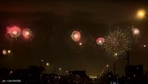 罕见!深夜,北京绝美烟花与月亮同框啦!