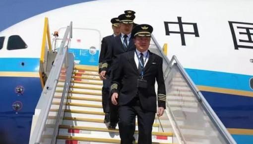 """北京大兴国际机场首航机长 : """"今天最骄傲!"""""""