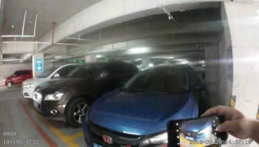 长春一轿车因多处改装在停车场内被查