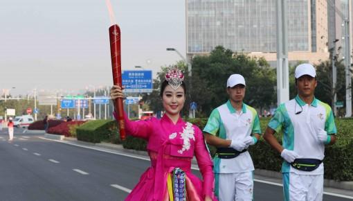 第十一届民运会丨吉林省少数民族歌手元艺莲担任火炬手