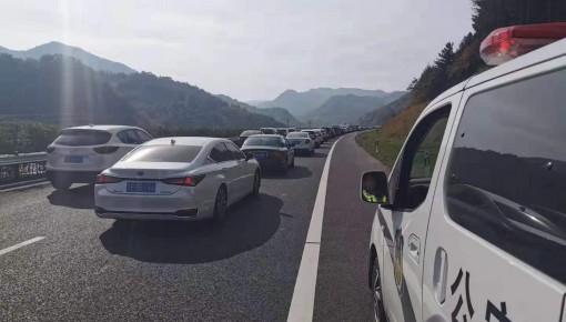 注意!集双高速集安方向车流量剧增 达到每分钟30台次