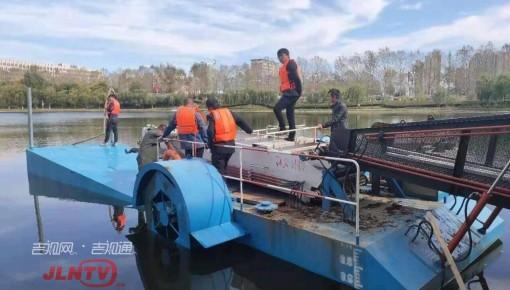 冬季养护新方式 水面船用浮箱亮相友谊公园