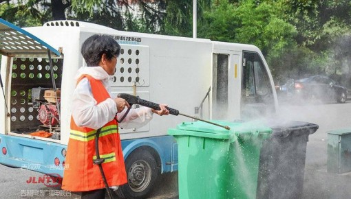 长春净月区集中清理弃管老旧小区环境卫生