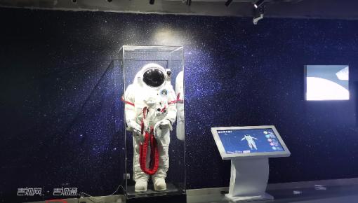 """世界互联网大会:在乌镇体验""""太空之旅"""""""