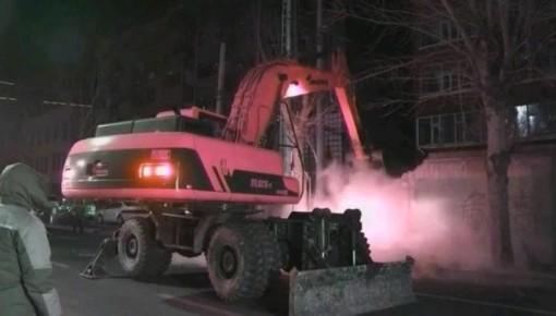 白城城管行政执法部门清晨拆除违建