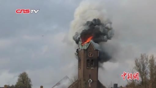 痛心!巴黎圣母院大火后,又一百年教堂被烧断塔尖