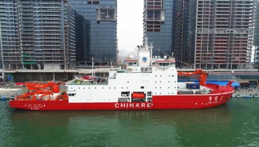 中国造破冰船首航南极破冰记