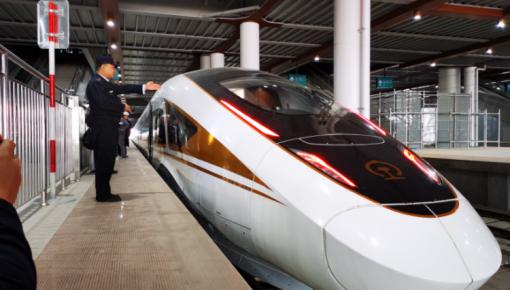 时速350公里!京张高铁测试智能动车组