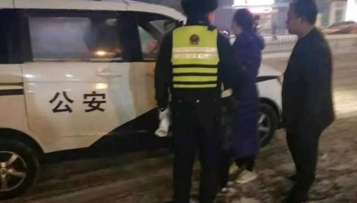 雪夜 交警这个举动太暖了……
