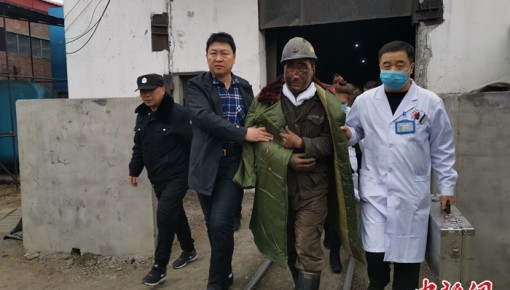 黑龍江雙鴨山煤礦冒頂事故:七名被困礦工獲救升井