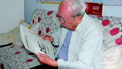 """他是""""东方红一号""""功勋设计师,曾受毛泽东接见,但很多人都没听过他的名字"""
