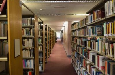 教育部:中小學圖書館藏書須過關