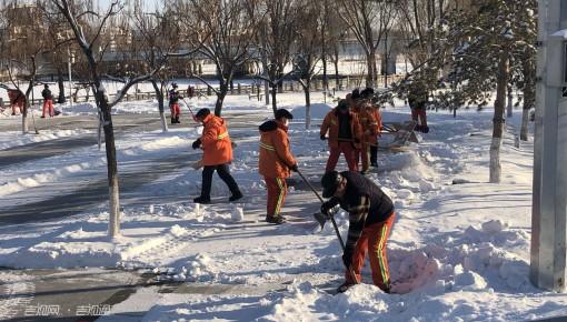 伊通河开展循环清雪作业 保障游客出行安全