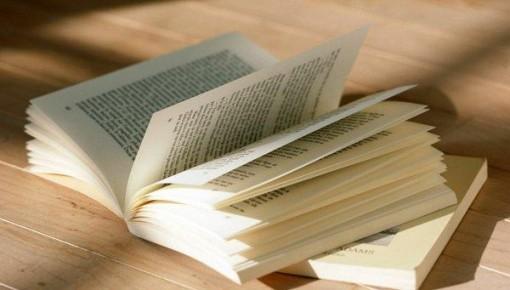 大学生读书调查:超四成月读书不足一本,通俗小说最受欢迎