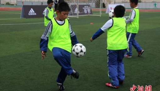 教育部:2020年全国再创建3000所足球特色幼儿园