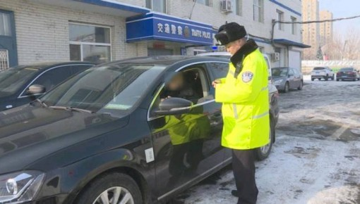 男子图省事 驾照吊扣期间开车被查