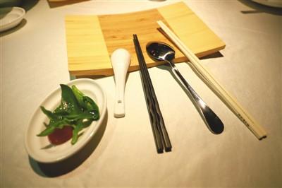 """公筷""""夹""""出餐桌新文明"""