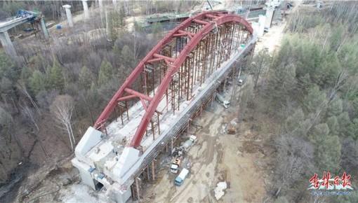 敦白高铁传捷报:白河特大桥简支拱拱肋混凝土顶升到位