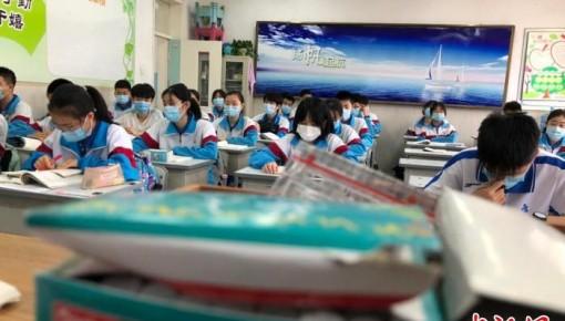 吉林市初三学生二次复课:校园再传读书声