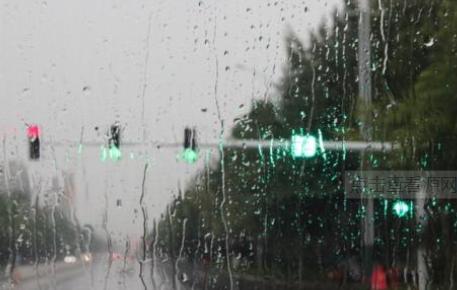 未来又是被雨水包围的一周 南部有大到暴雨