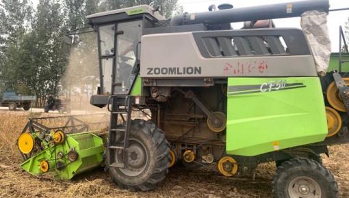 山东300万亩大豆迎来丰收 大规模机械作业展开
