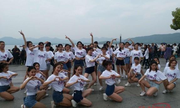【点赞】今天咱大吉林成了杭州西湖畔一道亮丽风景线...