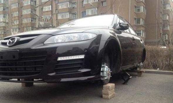 长春车主刚买新车还未落牌 四个轮胎一夜间被盗