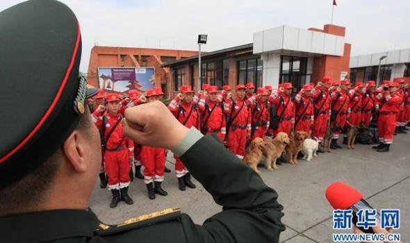 中国国际救援队抵达尼泊尔首都加德满都