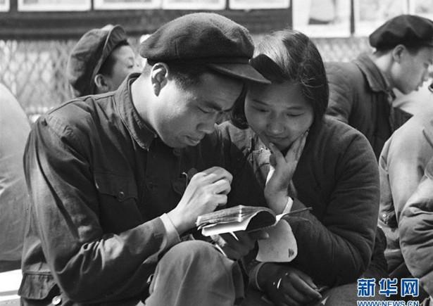 新中國崢嶸歲月丨婚姻自己當家