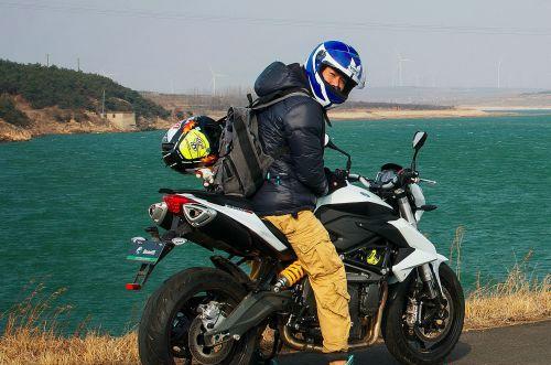 长春大四男生骑摩托环游中国