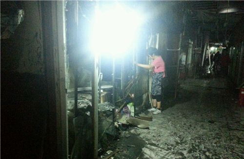长春长江路步行街花鸟鱼市场着火 小动物被熏死