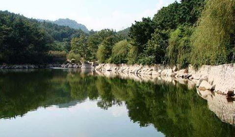 四平市山门二郎山庄风景区建于1992年5月,占地面积15万平方米,总投资