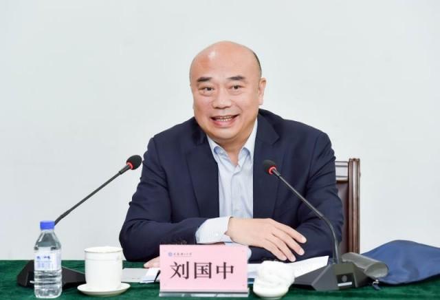 青年 坚定信仰信念 保持奋斗姿态 让青春在实现中国梦的不懈奋斗中
