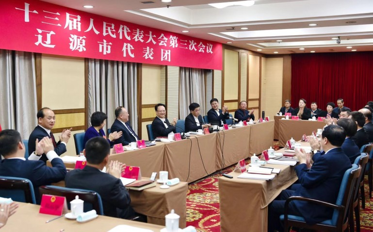景俊海在参加辽源代表团审议时强调  立足特色重构产业形态和服务体系 全力打造新能源汽车产业配套基地
